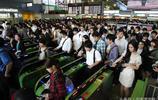 """實拍:日本地鐵高峰期,擁擠不堪,每一天都是""""春運""""的節奏"""
