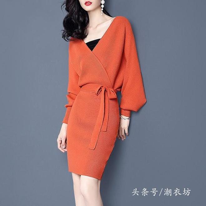 秋天還是連衣裙最懂女人心,來兩條這樣收腰的,搭在大衣里美翻天