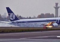 警報聲大作機長卻無動於衷,韓國客機未放起落架機腹蹭地降落