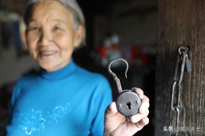 """山西農村82歲老人60年前孃家陪的""""嫁妝"""",如今出價5000元,不賣"""