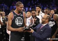 庫裡砸地這一球反彈多高?NBA官方給出答案,難怪杜蘭特白跳了