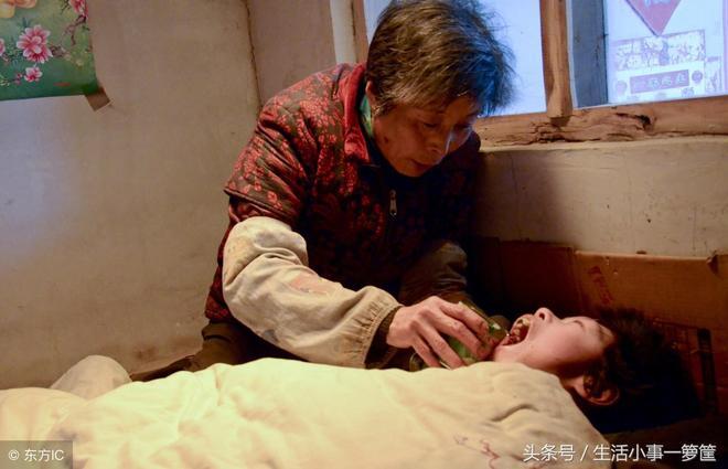 農民夫婦撿來腦癱女嬰 醫生說只活10幾歲 他們悉心照顧已達30餘年
