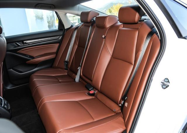 又一款高顏值家轎,比卡羅拉漂亮,空間賽過朗逸,配CVT不足10萬