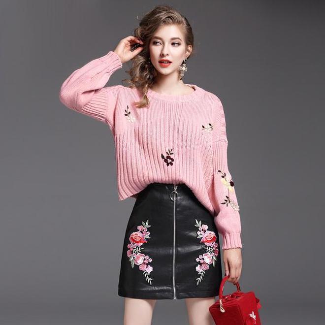 秋冬內搭尤為重要,刺繡毛衣+半裙套裝,好衣品穿出來