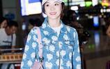 袁姍姍 現身機場活力滿滿,玫瑰牛仔外套內搭白色T恤,清新又俏麗
