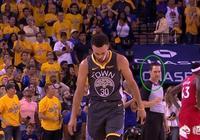 看到湯普森意外受傷,庫裡怒砸皮球,裁判一直緊盯庫裡的一舉一動,你怎麼看?