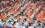 獨家:震撼!海口一中千名高三師生揮舞紅旗同唱一首歌獻禮畢業季