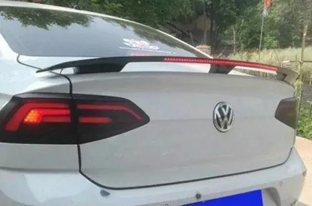 這種尾翼安裝方式會留下永久性傷車的痕跡!