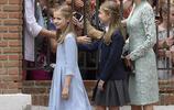 西班牙王后萊蒂齊亞套裝顯優雅 倆公主短裙秀美腿造型別致引尖叫