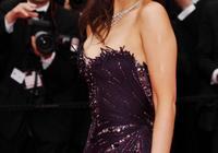 鞏俐這身暗紫色長禮服太美,超強氣場力壓戛納紅毯眾女星,大氣!
