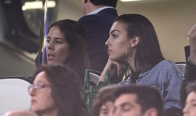 C羅的女友喬治娜現場觀看歐冠八強次回合尤文與阿賈克斯的比賽