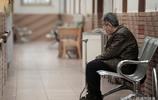 直擊養老院裡的老人們,為兒女主動住進養老院,死亡後不敢走正門