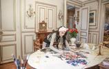不靠顏值靠才華的張馨予,巴黎街頭賣畫,秒殺老外!