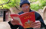 農村53歲小女兒來到大哥家看88歲老父親,她做了2件事情很暖心