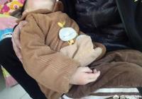 寶貝兩歲半了送到幼兒園後天天哭要找媽媽,老師怎麼哄都不聽,這可怎麼辦啊?誰有妙招?