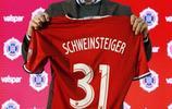 施魏因施泰格出席發佈會 手舉31號球衣信心滿滿