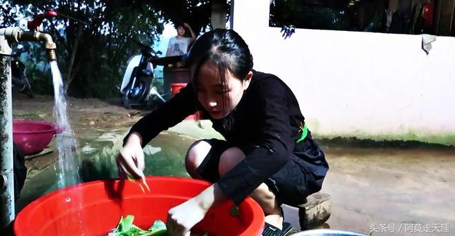 實拍越南農村女孩,能吃苦肯幹活,娶了她一定很幸福!