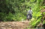 80後小夥每月往返2400公里,村裡僅有三位村民,除了他都是老人