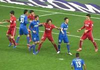 中國足球再現秦升跺腳事件!動作比秦升還壞!足協該怎麼罰?