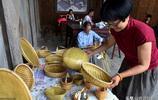 73歲農村老藝人編織60年,編出的東西不能用,還銷往海外,為啥