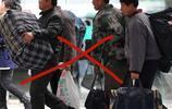 上海出差,在機場偶然發現一年輕人出門帶這些,天呢,太有才了