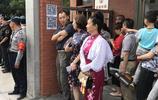 """無錫高考首日送考現場儼然成了媽媽們的旗袍""""秀場"""""""
