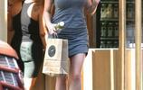 凱莉·布魯克緊身連衣裙現身街頭,網友:昔日性感女神這麼胖了?