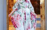 陳喬恩 身著一襲印花束腰紗裙,眼神溫柔優雅迷人,珍珠耳環吸睛
