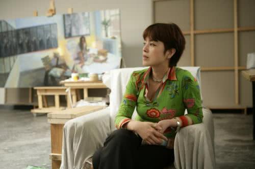 夫妻畫家畫女明星,躺著的林志玲被畫醜,坐著的章子怡卻獲好評