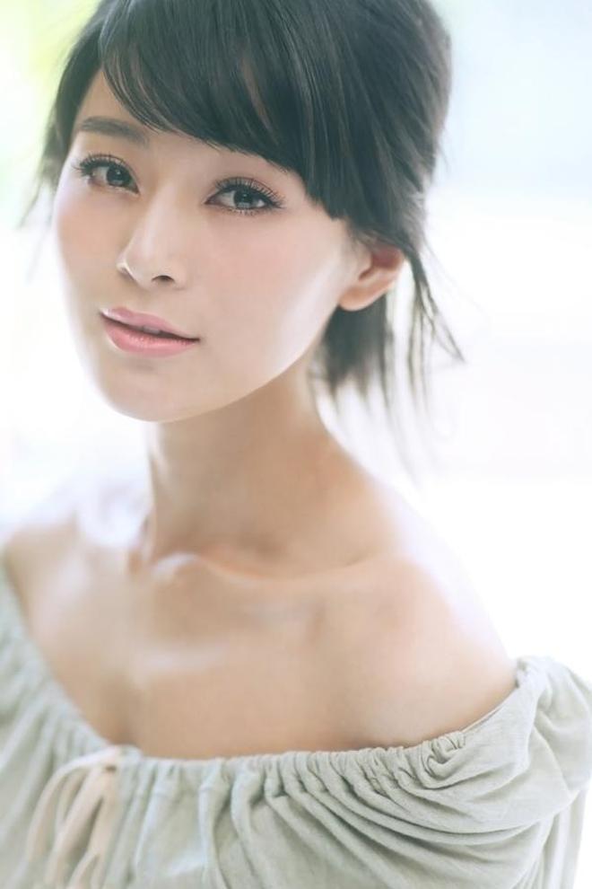 """""""乖乖女""""王媛可,清新素雅,甜美笑容如沐春風!"""
