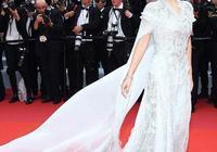 戛納紅毯華語女星穿得最少最性感的是奚夢瑤,但有一點輸給周冬雨