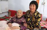 山西農村104歲老人臥病在床,7旬養女一家如此對她