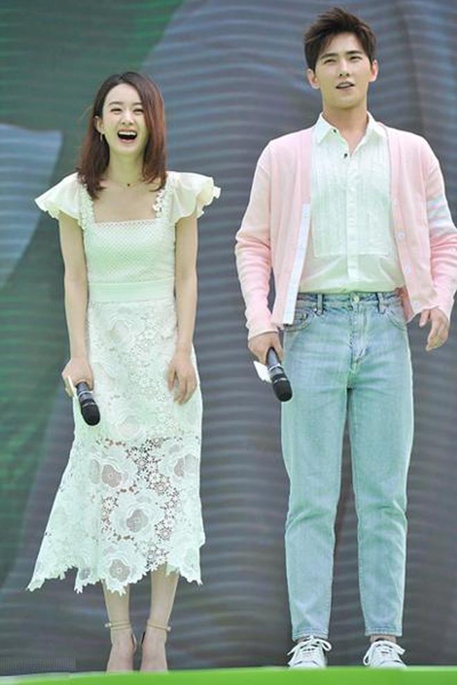 趙麗穎一襲鏤空白裙甜美動人與楊洋同框 男帥女美 顏值統統爆表