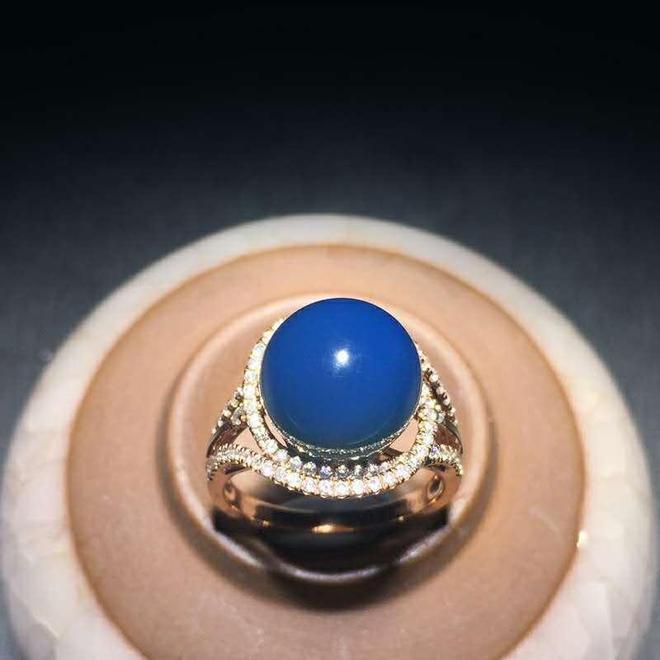 多米尼加藍珀鑲嵌首飾鑑賞(一)