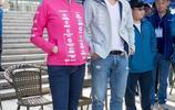 關之琳與呂良偉相聚 一身靚麗粉色運動服現身