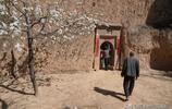 """農村7旬老人家藏""""黃石頭"""",再高價格也不賣,看看是啥稀罕物"""