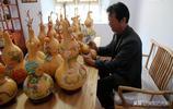 山西農村61歲農民,在家中畫葫蘆,1只就賣1600元,外國人都來買