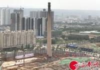 """承載著渭南一代人的記憶 """"渭南熱電廠煙囪""""爆破倒地"""