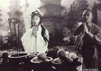 她曾和李連杰搭戲演初戀,當紅時卻出國發展,如今55歲成過億富婆