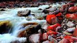 貢嘎山下的河谷中為什麼會有很多紅石?說出來你可能不信