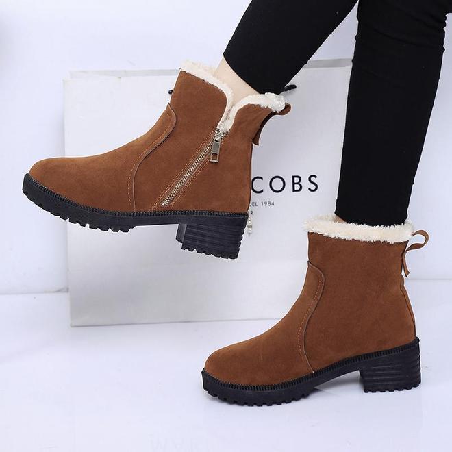 """剛知道,今年新出的雪地靴超好看的,又稱""""減齡鞋"""",保暖顯年輕"""