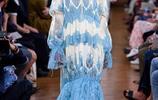 Erdem時裝系列的設計是妙手偶得並且多彩多姿的貴族古典風格