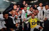 擊敗利物浦後,內馬爾和隊友在更衣室跳舞慶祝勝利!
