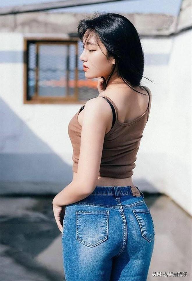 牛仔褲的造型是不會過時的,經常都會出現在街頭