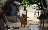 非洲少女為了籌集學費,冒險接客