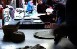 80後小夫妻打餅子18年,因職業病每天14個小時只賣500個