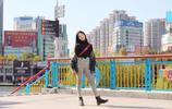 酷girl時髦出街,怎麼少得了馬丁靴,棒球服更是時尚標配