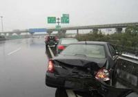 高速上突然大暴雨怎麼辦?老司機都用這幾招,關鍵時刻能保命!