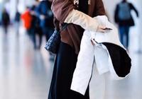 馮提莫機場擺拍被調侃,照片1米8真人1米5,為顯腿長攝影師趴著拍