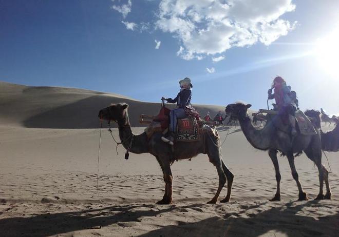 大漠孤煙直,長河落日圓,女神楊鈺瑩沙漠中靚照,請叫我牛仔美女